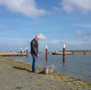 Mit Hund am Meer